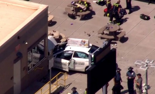 Девять человек получили травмы при наезде автомобиля напешеходов вБостоне